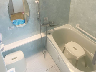 バスルームリフォーム 水色を基調としサイズアップしたユニットバス
