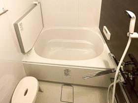バスルームリフォーム段差を軽減し安心して入れるお風呂と、スタイリッシュなトイレ