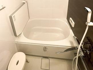 バスルームリフォーム 段差を軽減し安心して入れるお風呂と、スタイリッシュなトイレ
