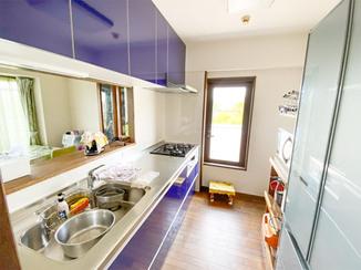 キッチンリフォーム 青や緑でまとめた爽やかな水廻り設備